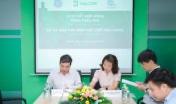Ông Nguyễn Quang Huân, Chủ tịch HĐQT Halcom VN và bà Phan Thị Vượng, Giám đốc cấp cao về Điện mặt trời, GE VN ký kết hợp đồng EPC