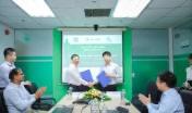 Ông Nguyễn Quang Huân, Chủ tịch HĐQT Halcom VN và ông Phí Phong Hà, Chủ tịch HĐQT IPC Group ký kết hợp đồng EPC