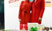 Hai nhân vật đỏ rực không khí Giáng sinh của văn phòng